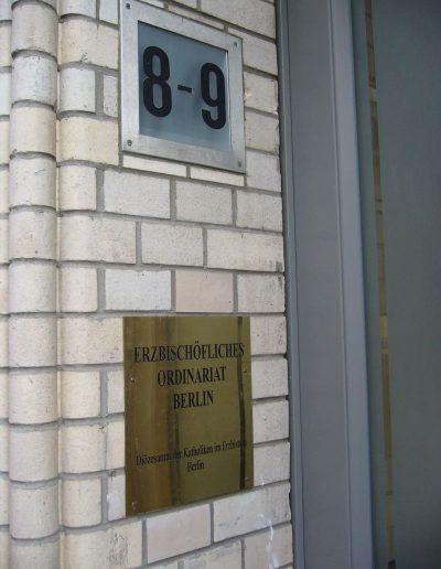 Érseki Hivatal - bejárati tábla