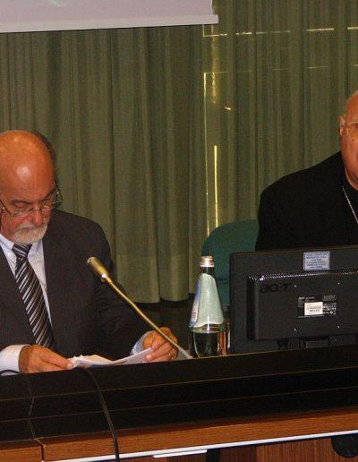 Ismar de Oliveira, az UCIP leköszönő elnöke és Claudio Maria Celli, a Tömegtájékoztatás Pápai Tanácsának elnöke