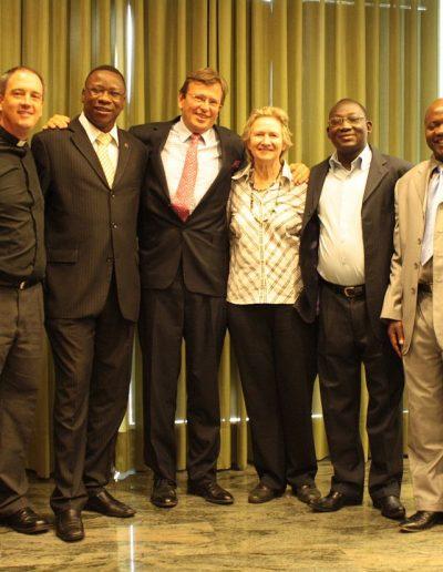 Csoportkép az elnökkel és az Afrikából érkezett küldöttekkel