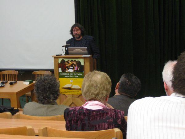 A mikrofonnál Lang János